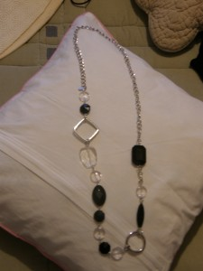 Collier noir et transparent