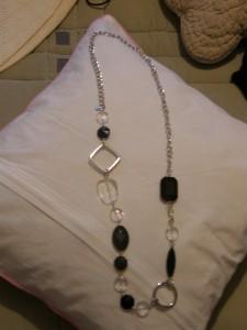Collier noir et transparent